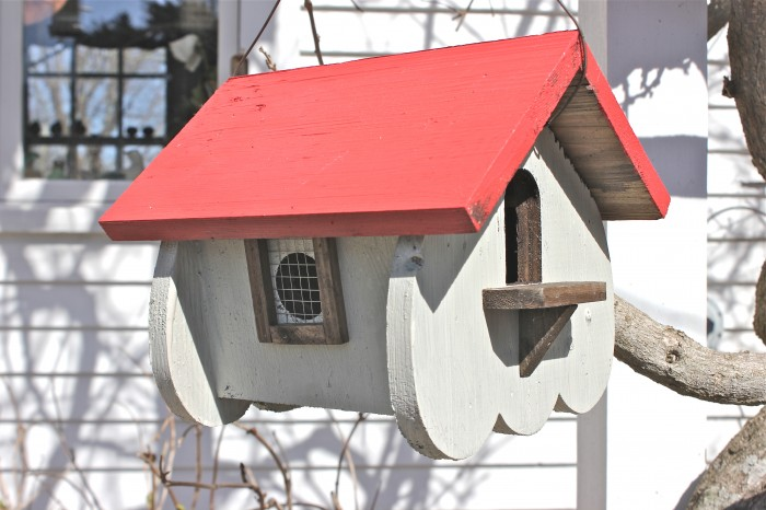 hang up birdhouse